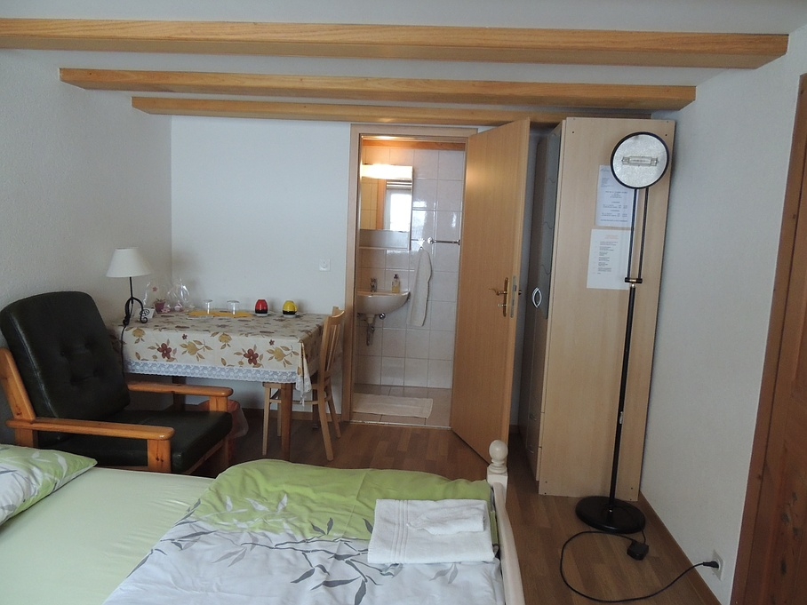 Chambre double - Bed & Breakfast Flüeler - Ependes